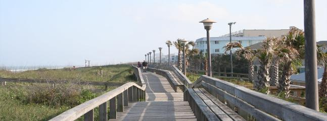 Cedars #2 - 3 Bedroom Oceanfront Townhouse, easy beach access, amazing views