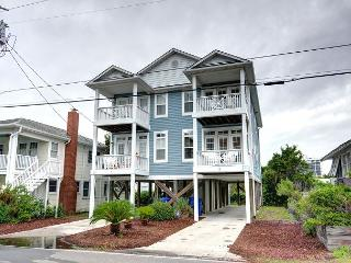Flagship - Deluxe duplex with ocean views, across the street from the beach, Carolina Beach