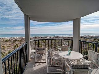 DR 2204- Lovely oceanfront condo featuring easy beach access, pool and tennis
