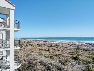 DR 2306 -  Oceanfront condo convenient to pool, tennis court and beach access, Wrightsville Beach