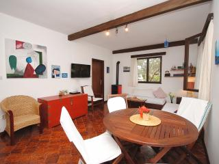 Beach cottage with garden for 8 persons