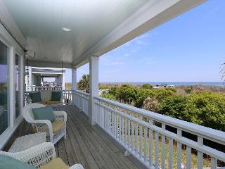 Sandpiper Cottage - Oceanfront home with gourmet kitchen, Jacuzzi and more