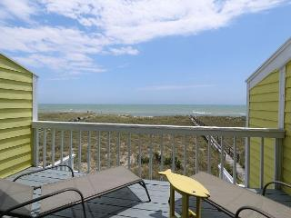 Cedars #2 - 3 Bedroom Oceanfront Townhouse, easy beach access, amazing views, Carolina Beach