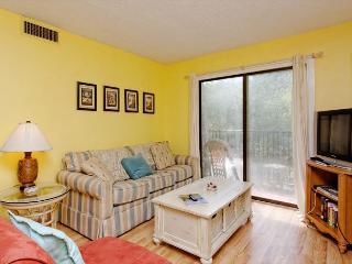 Xanadu 7-D, 2 Bedroom, Large Pool, Tennis, Walk to Beach, Sleeps 6, Hilton Head