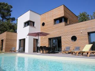 VILLA ARCHITECTE au calme avec piscine chauffée, Le Vigan