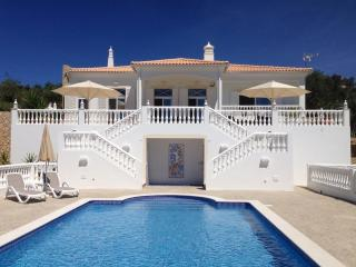 5 star luxury villa with magnificent pool, Santa Barbara de Nexe