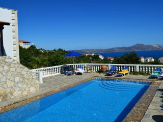 Villa with big private  pool & stunning seaview ,3 bedrooms, Wifi ,BBQ