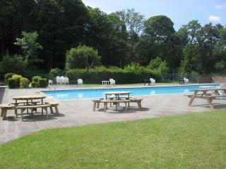 Lazy Lake Lodge - Glan Gwna Country holiday park - outdoor pool - caernarfon
