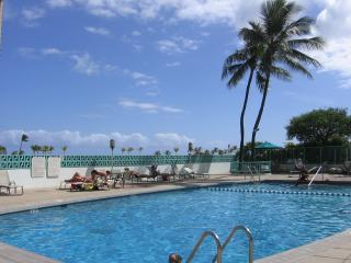 1 Bdroom, steps away from Waikiki Beach, WiFi, $99/nt May to Oct, Honolulu
