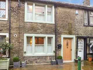 BAY COTTAGE, romantic pet-friendly character cottage, woodburners, WiFi, heart of Haworth Ref 919678