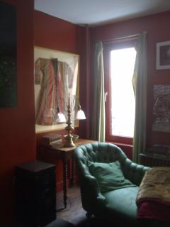 View of the 19th century chaise longue in the suite, covered with handwoven silk