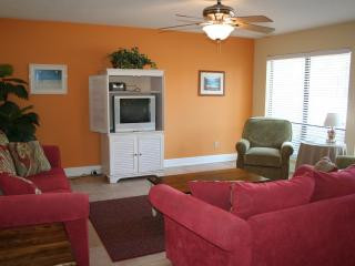 BEAUTIFUL NAVARRE BEACH CONDO JUST STEPS TO BEACH!, Navarra