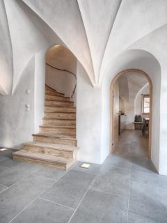 Stiegenaufgang und Kücheneingang