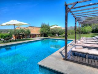 MASIA CAL MINGO villa sleeps 18, 10 min to beaches