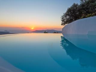 Santorini Mini Superior Room 1114