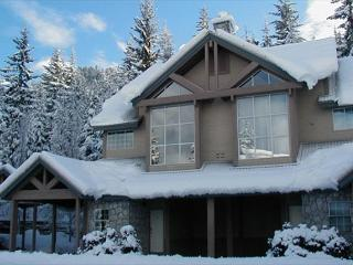 Stoneridge #12 | 3 Bed Townhome, Close to Ski Access, Private Hot Tub, Whistler