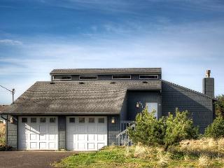 Kris' Cottage--R492 Waldport Oregon vacation rental