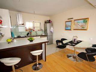 Great cosy apartment for 5 near the main square, Makarska