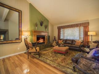 Lazy K Mountain Home - Immaculately decorated, private hot tub, close to free shuttle!, Keystone