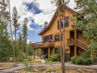 Trappers Crossing 8752 - East Keystone, jetted tub, on shuttle route, outdoor hot tub on site!