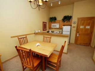 Arapahoe Lodge 8106 - Ground floor property, walk straight to the gondola!, Keystone