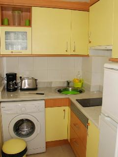 Compact but fully equipped kitchen
