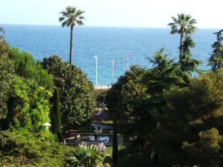 Cannes Piscine Vue 180° Mer 200 m plage