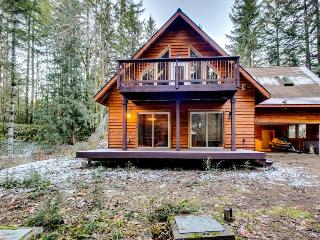 Lodge w/hot tub, sauna, game room, & great views!, Brightwood