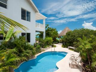 Crystal Sands Villa - Private Pool!