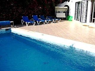 Villa in enviable location, Puerto Banus, Marbella, Puerto Jose Banus