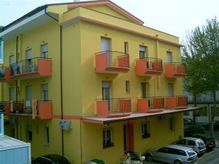 RIMINI - Marebello -  appartamenti completamente arredati a 50 metri dal mare