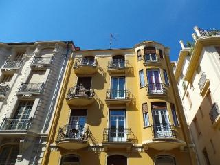 Love Nest in Palais Mistral 3rd fl. Art Deco Flat, Nizza