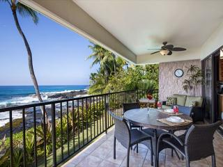 Beautiful Oceanfront Condo Steps from Beach - complete remodel 2014-Pohaku, Kailua-Kona