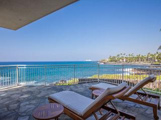 4 bedroom OCEANFRONT home in gated community, Alii Point 12-PH12Alii, Kailua-Kona
