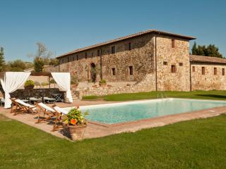 Large Farmhouse on a Wine Estate near Siena Fit for Families - Villa Castellina