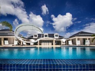 Immaculate 6 bedroom Villa in Terres Basses