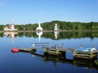 Loon Lodge on Mahone Bay Harbor with Famous Waterfront View! Boats and Bikes!