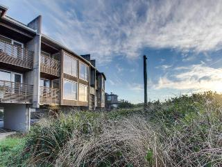 Spacious, dog-friendly, oceanfront home with spectacular views & shared hot tub, Rockaway Beach