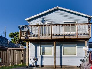 Dog-friendly, oceanview home w/ private hot tub - steps from the beach!, Rockaway Beach