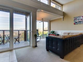Seaside, pet-friendly home with Pacific views!, Rockaway Beach