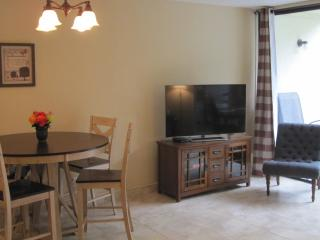 SPECIAL FALL RATES! HOTEL QUALITY & CONVENIENCE OF HOME – NEWLY RENOVATED 2BR CONDO ON CORAL BEACH!, Freeport