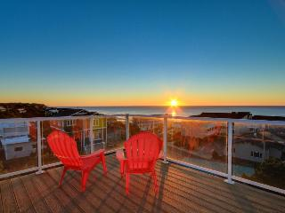 This home features an amazing 360 degree view deck plus private hot tub, Lincoln City