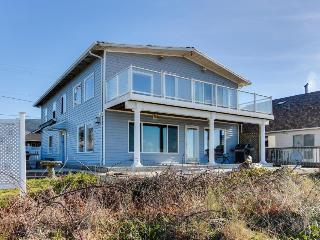 Dog-friendly, oceanfront rental with private hot tub, just steps from the beach, Rockaway Beach