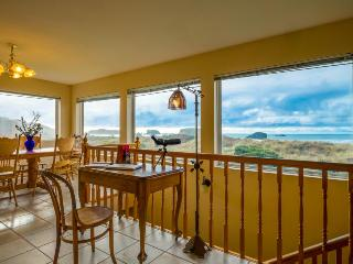 Oceanfront, dog-friendly home w/ spectacular views! Only a block from the beach!, Bandon