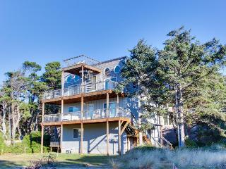 Dog-friendly, scenic beach duplex  w/ relaxing hot tub, multiple decks & Jacuzzi