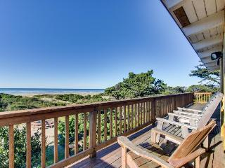 Oceanfront, dog-friendly rental w/ shared hot tub & sea views, Rockaway Beach