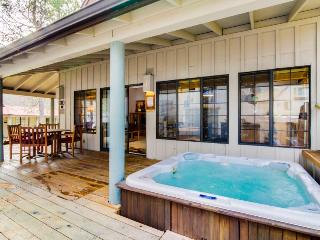 Luxurious, mountain-themed lodge w/private hot tub, SHARC passes, great location