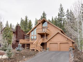 Dog-friendly condo w/ shared hot tub, pool, resort amenities, nearby beach, Truckee