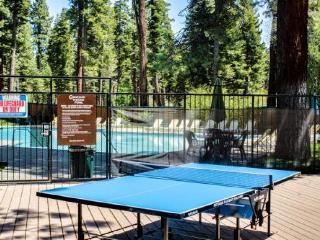 Charming condo w/ shared hot tub, pool, resort amenities - close to ski & beach!