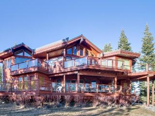Mountain views & a private hot tub await!, Truckee